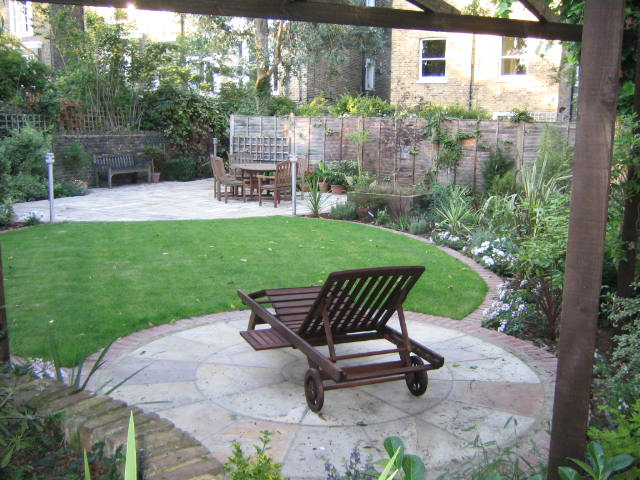 pimlico-paving-patio-sandstone-pave-and-relaxed-country-style-garden-london.jpg
