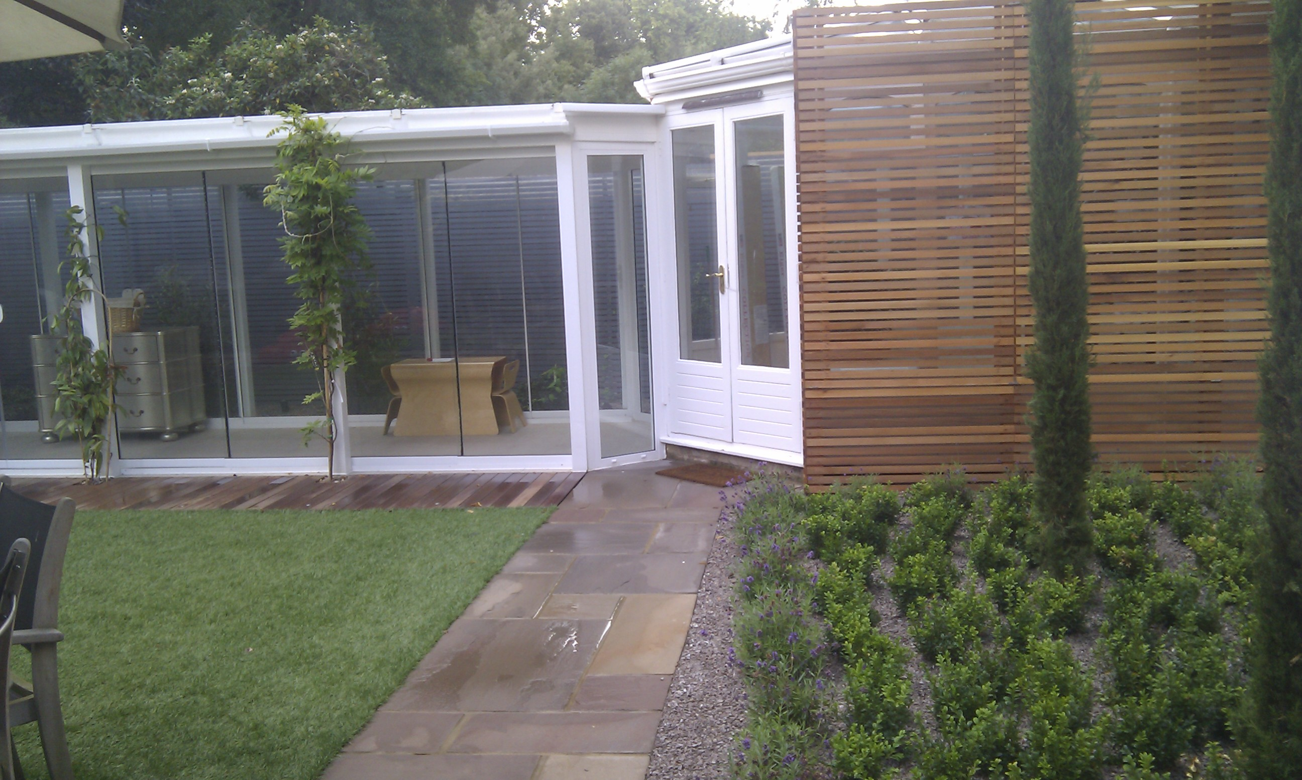 sandstone-paving-cedar-trellis-balau-decking-london-patio-and-paving.jpg