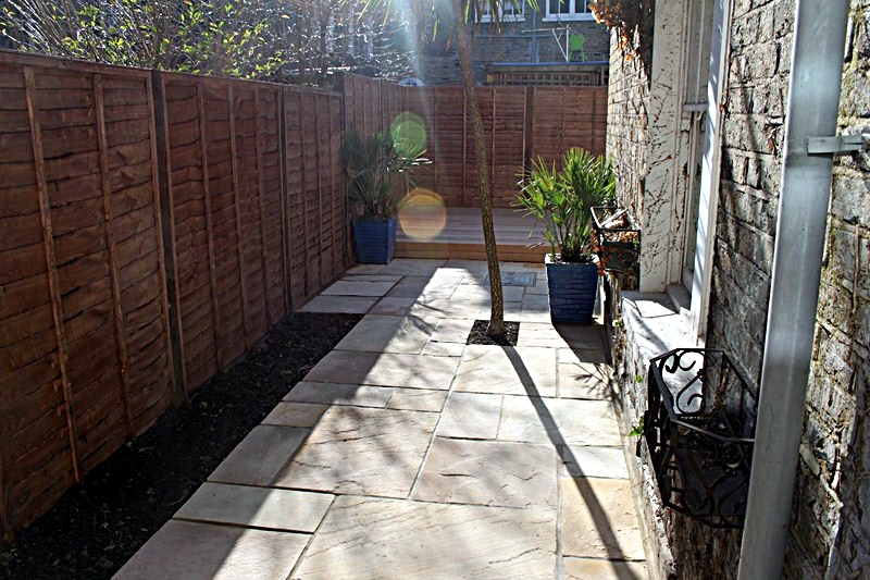 small-garden-side-return-mint-fossil-paving-blue-planters-with-palms-balau-hardwood-decking.JPG