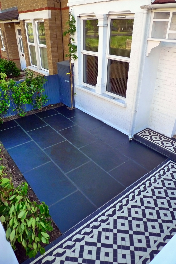 limestone-paving-patio-black-with-mosaic-tile-path-bin-store-and-front-hedge.JPG