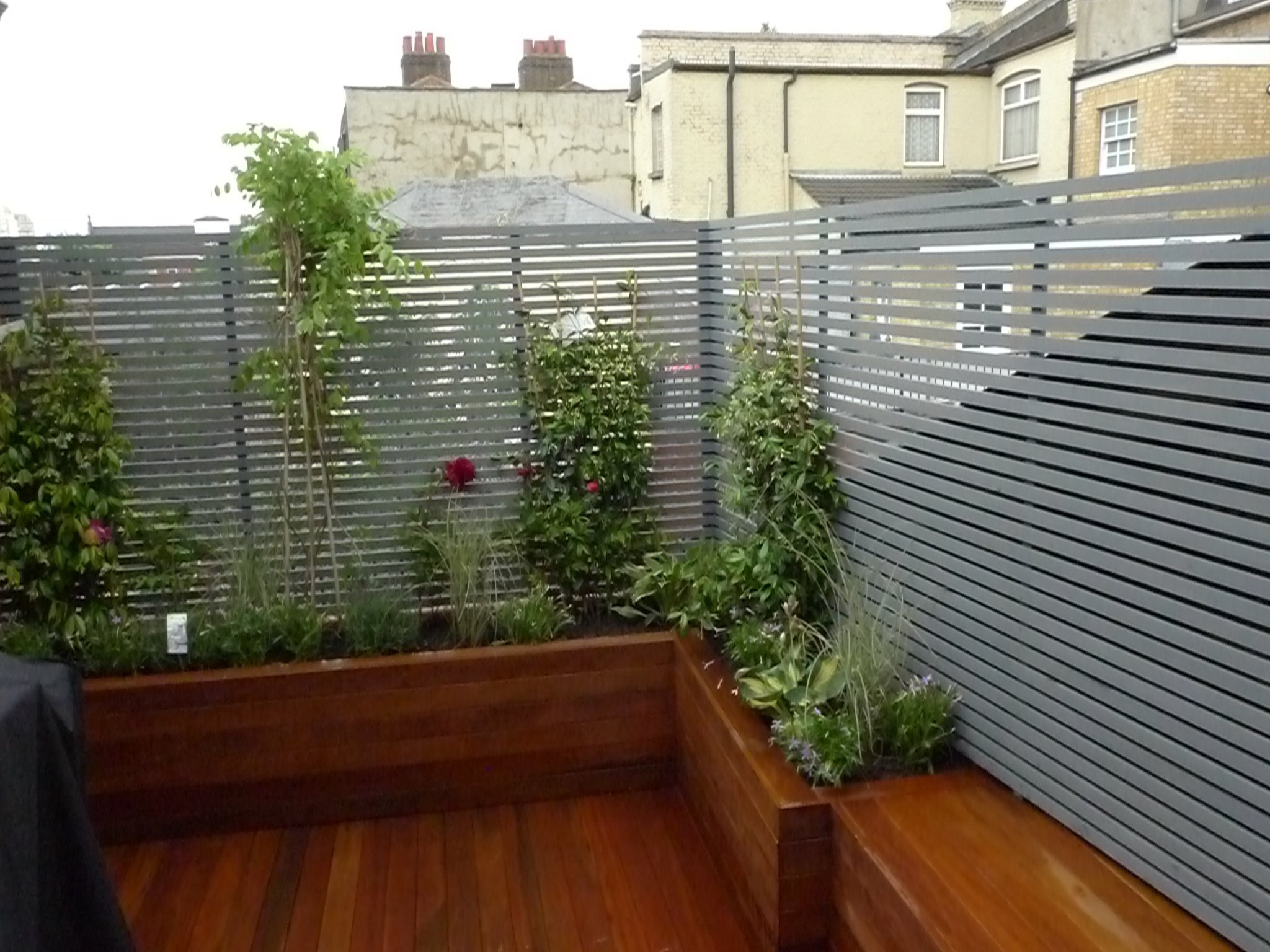 London small roof garden ideas london garden design for Small house design with roof deck