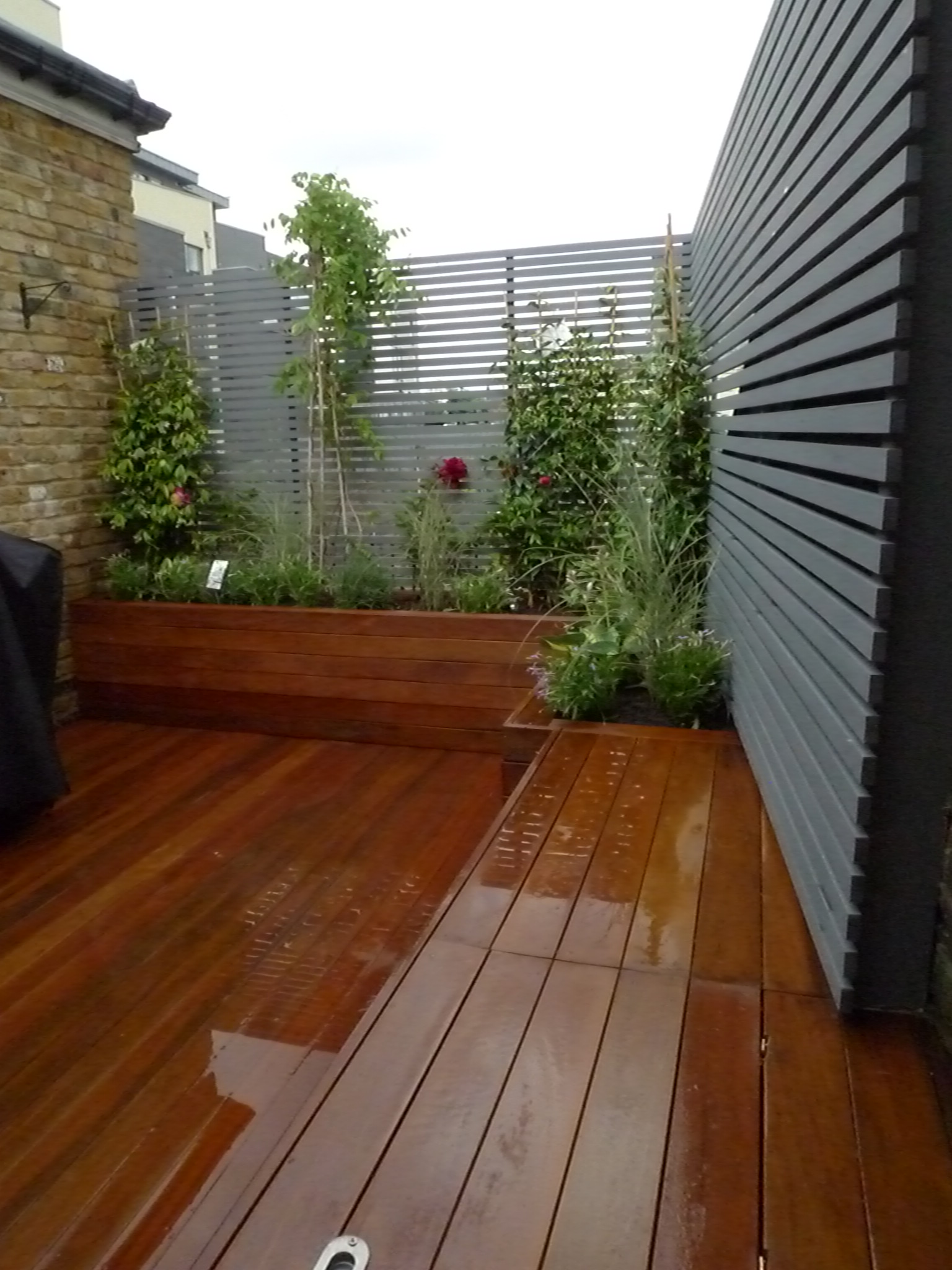London small roof garden ideas london garden design for Balcony roof ideas