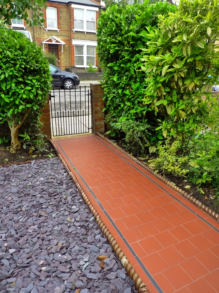 victorian-quarry-tile-path-black-strip-mosaic-slate-chips-london.JPG
