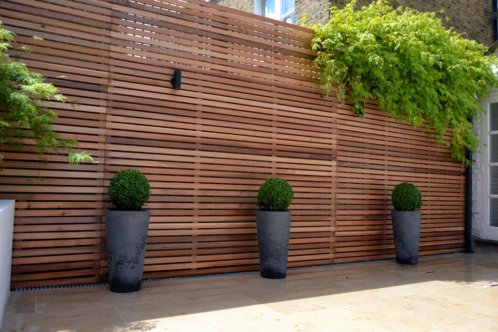 jura-limestone-patio-paving-with-cedar-privacy-screen.JPG