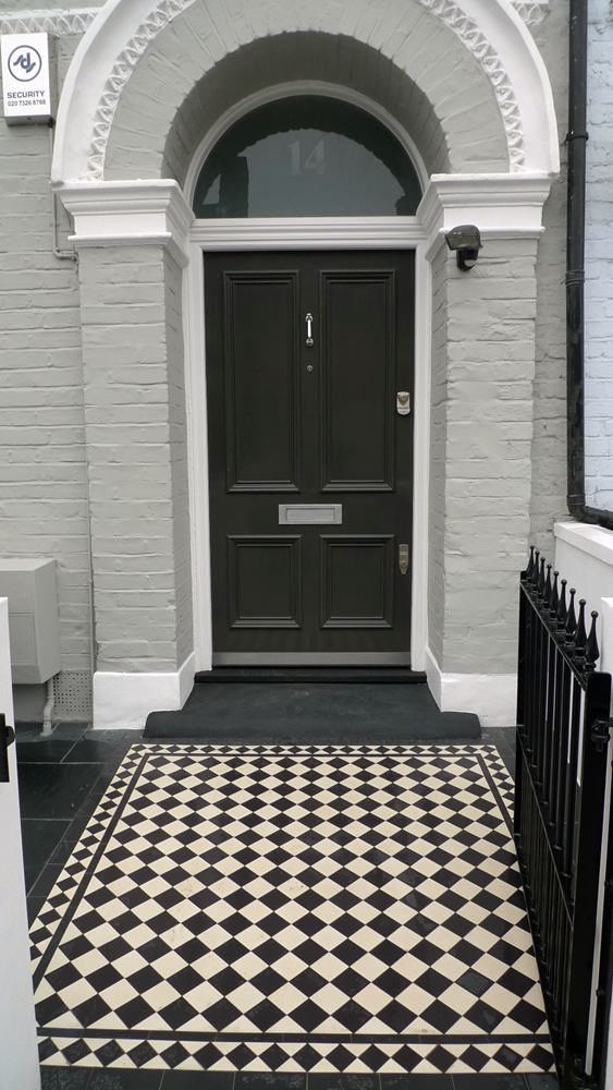 victorian-reproduction-style-black-and-white-mosaic-tile-path-front-garden-with-rendered-walls-and-bespoke-iron-metal-gate.JPG