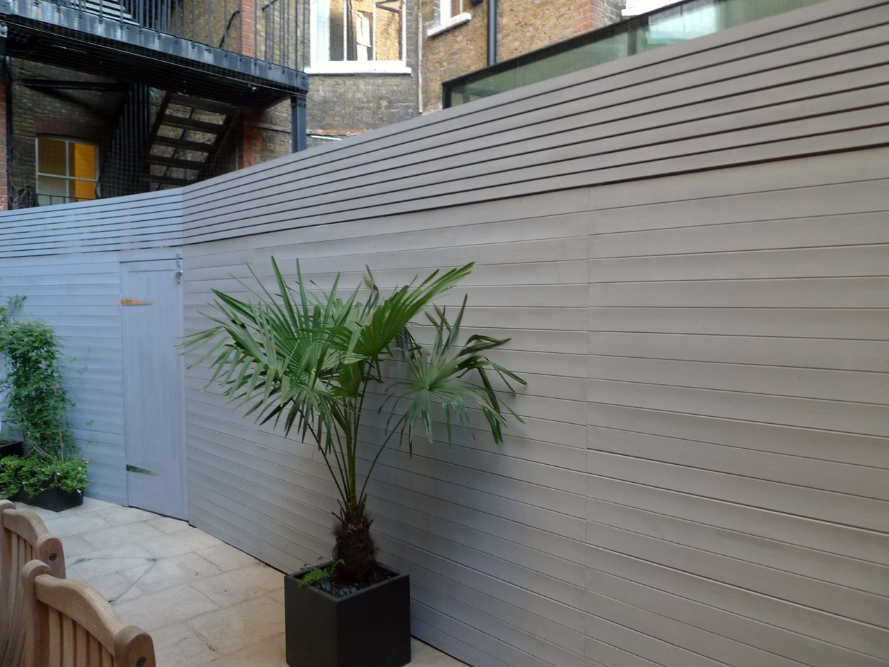 bespoke-modern-grey-fence-screen-trellis-london.JPG