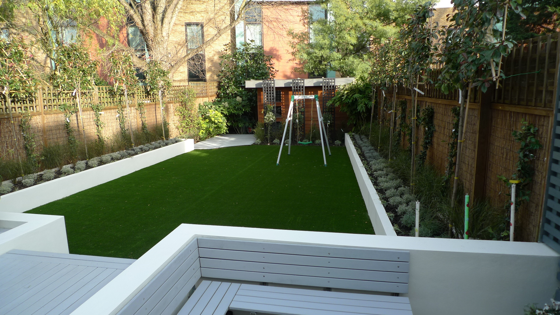 Modern garden design ideas london london garden design for Back garden designs uk