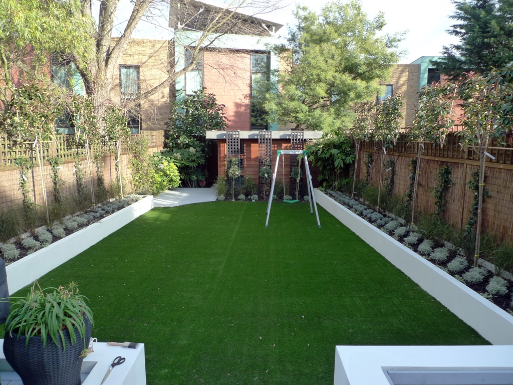Modern low maintenance minimalist garden design idea for Low maintenance garden designs for small gardens