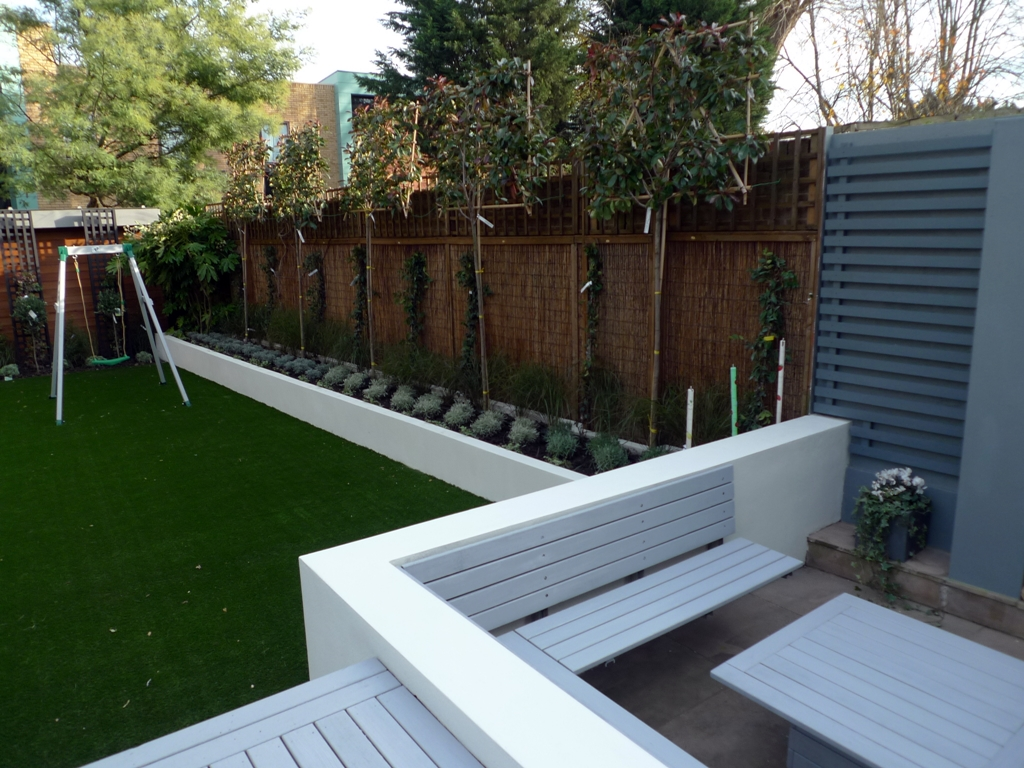 Modern low maintenance minimalist garden design idea for Modern back garden designs