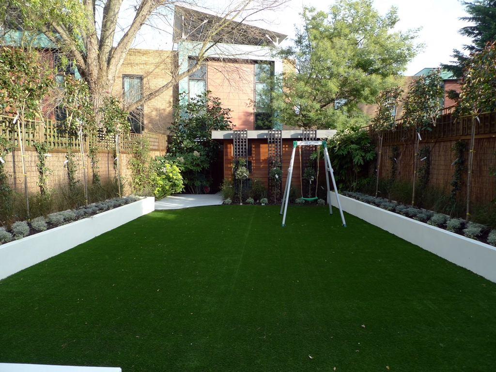 modern minimalist garden design low maintenance high impact garden design raised white wall beds grey decking east grass lawn turf sunken garden with fire and chimney flat trees balham wandsworth london (15)
