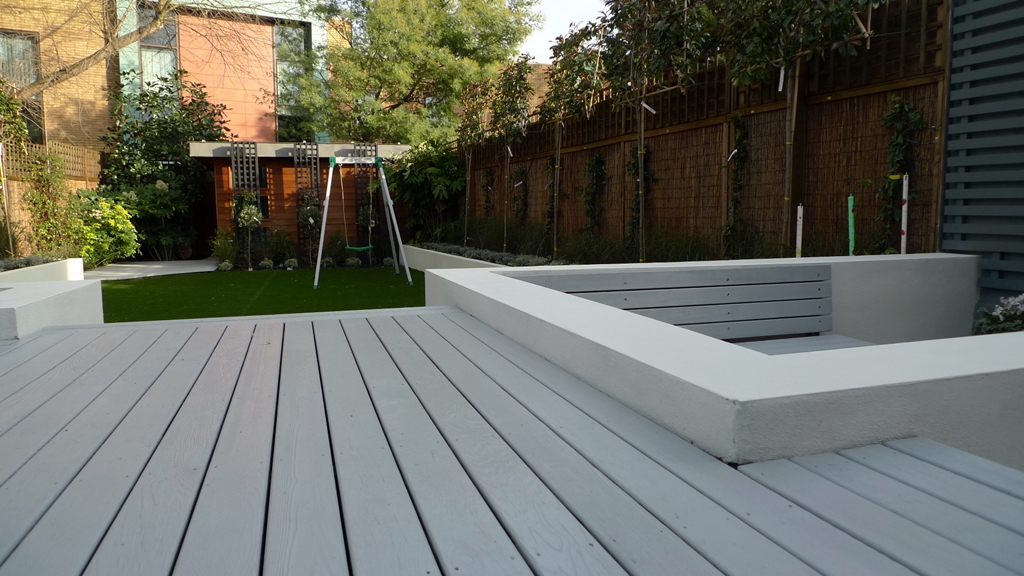 Modern low maintenance minimalist garden design idea for Garden decking and slabs