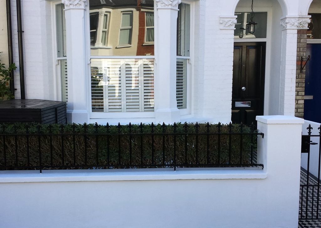 front garden wall with meatl rail london