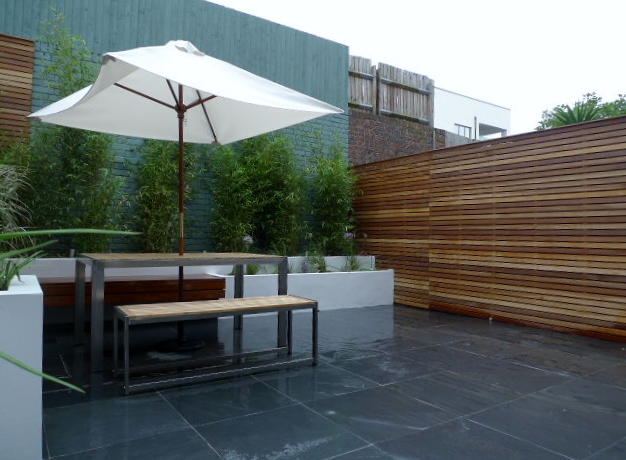 Wooden slatted horizontal privacy screen trellis in cedar for Horizontal garden screening