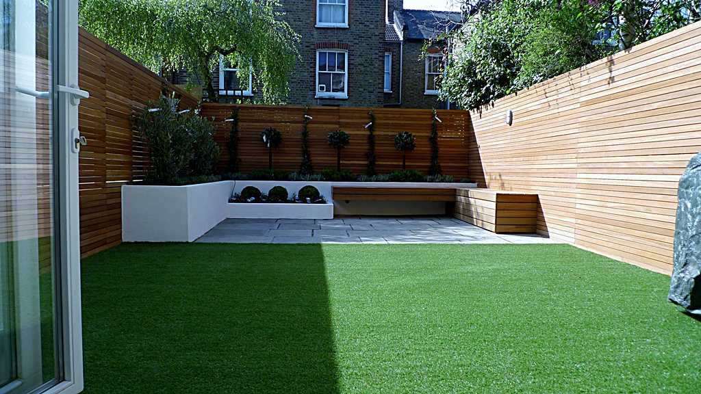 Hardwood Privacy Screen Trellis Slatted Batten Fence With Artificial Grass in Modern Low Maintenance Garden London (10)