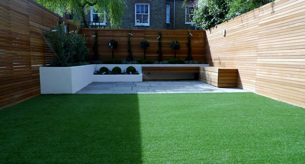 Hardwood Privacy Screen Trellis Slatted Batten Fence With Artificial Grass in Modern Low Maintenance Garden London (2)