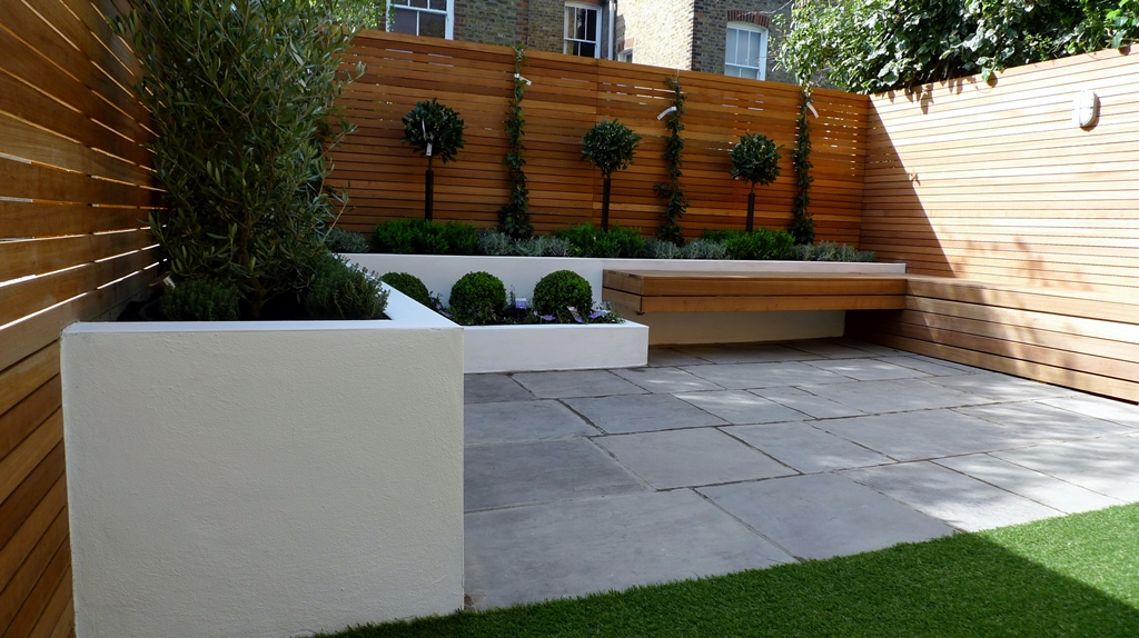Hardwood Privacy Screen Trellis Slatted Batten Fence With Artificial Grass in Modern Low Maintenance Garden London (7)