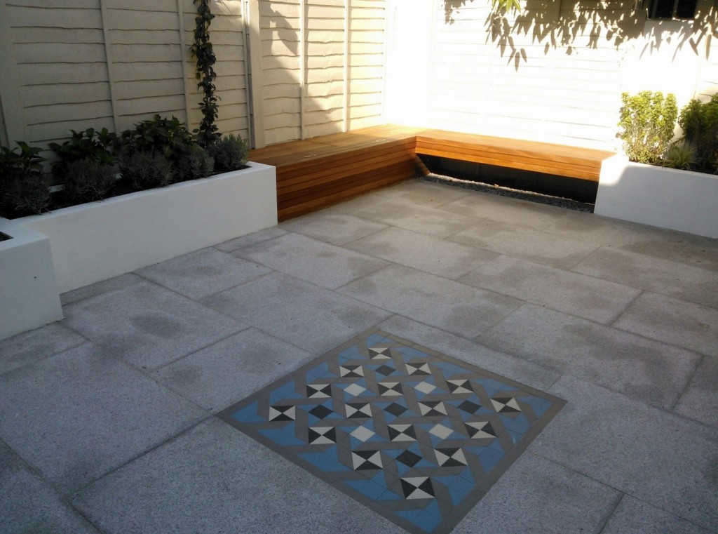 modern garden design london granite paving raised rendered beds hardwood bench mosaic tile London (1)