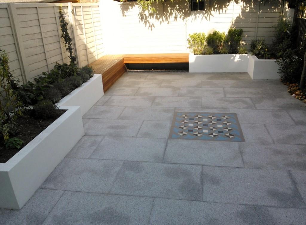 modern garden design london granite paving raised rendered beds hardwood bench mosaic tile London (3)