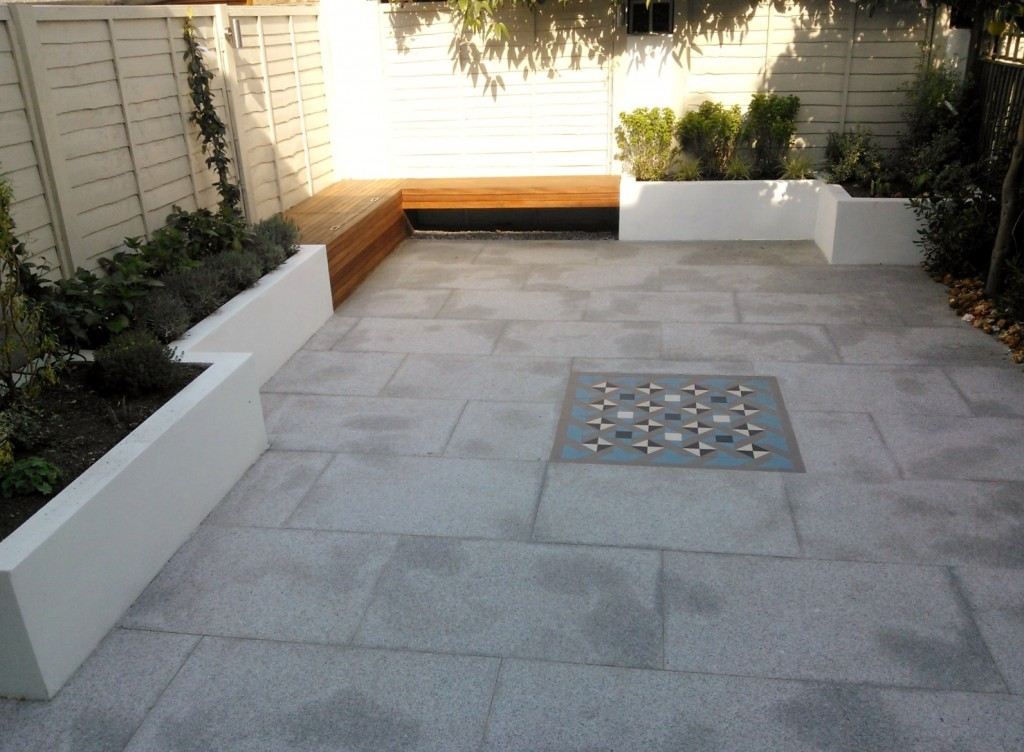 modern garden design london granite paving raised rendered beds hardwood bench mosaic tile London (4)
