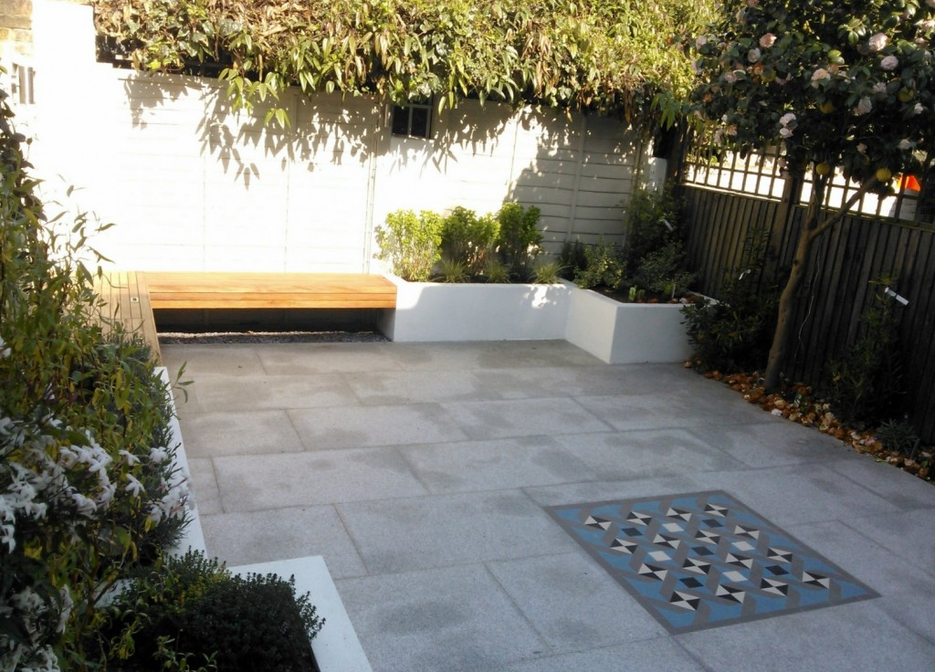 modern garden design london granite paving raised rendered beds hardwood bench mosaic tile London (6)