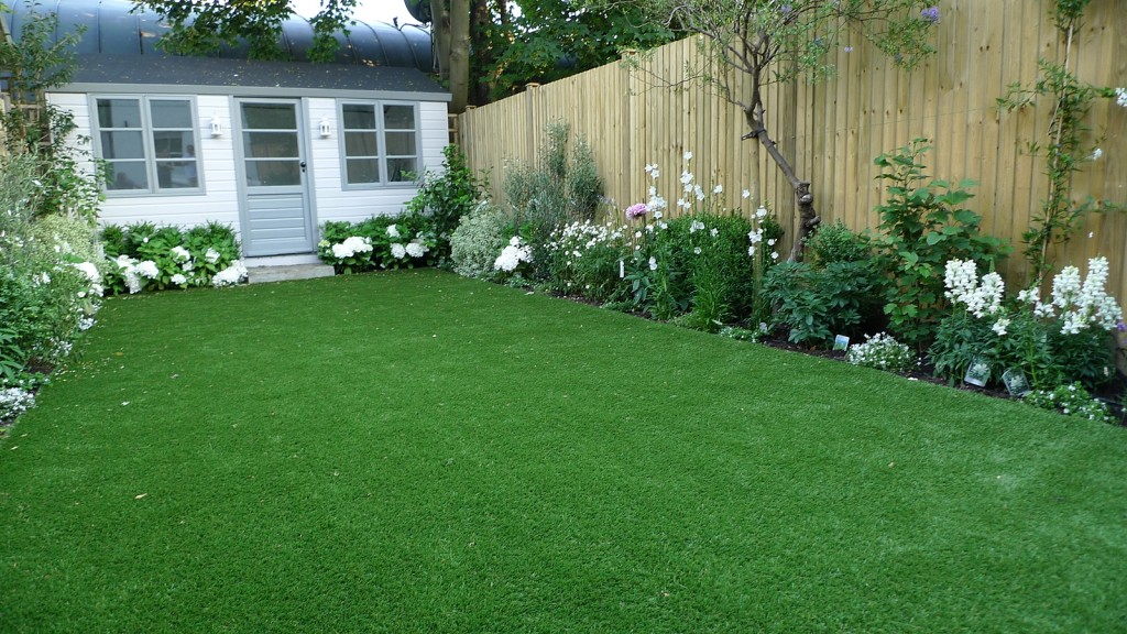 artificial easy grass lawn summer house sandstone paving and white flower planting scheme (3)