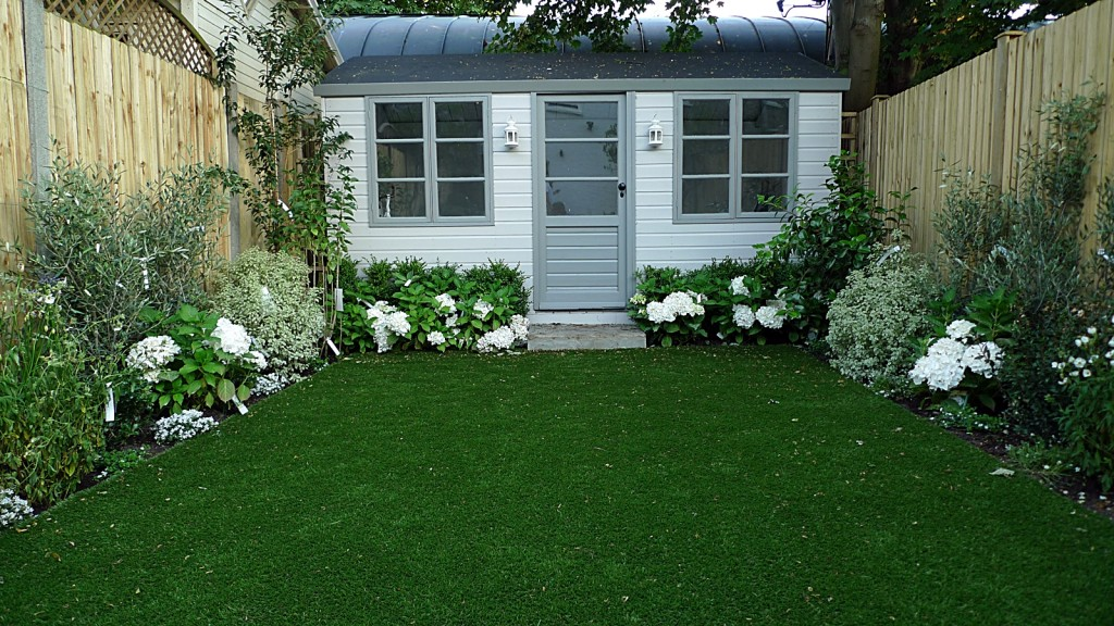 Artificial Easy Grass Lawn Summer House Sandstone Paving