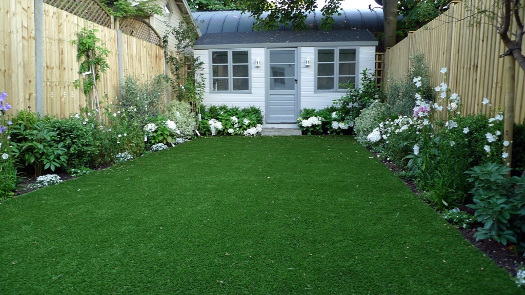 artificial easy grass lawn summer house sandstone paving and white flower planting scheme (5)