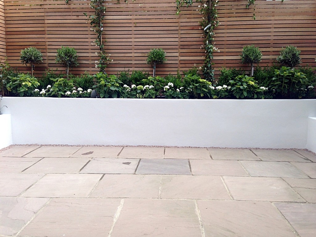 hardwood privacy screen trellis slatted fence with raised beds patio paving small garden clapham london (4)