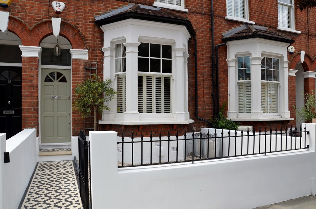front garden wall painted white metal wrought iron rail and gate victorian mosaic tile path in black and white scottish pebbles York stone balham london (14)