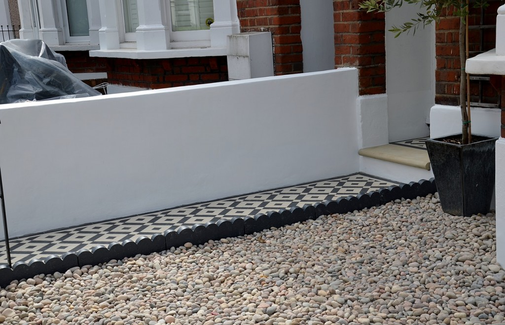 front garden wall painted white metal wrought iron rail and gate victorian mosaic tile path in black and white scottish pebbles York stone balham london (16)
