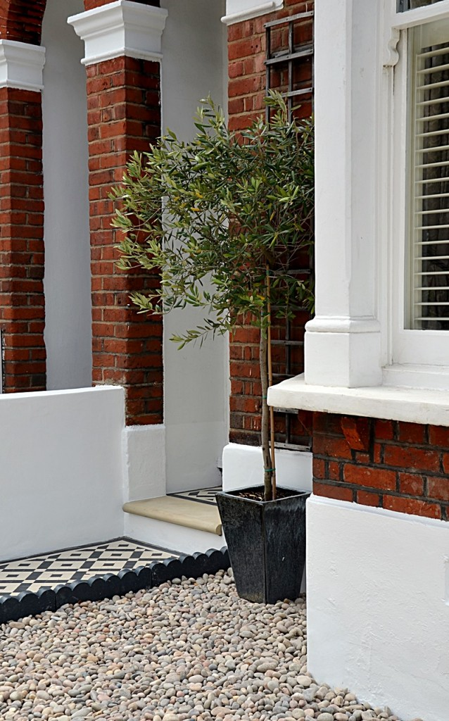 front garden wall painted white metal wrought iron rail and gate victorian mosaic tile path in black and white scottish pebbles York stone balham london (17)
