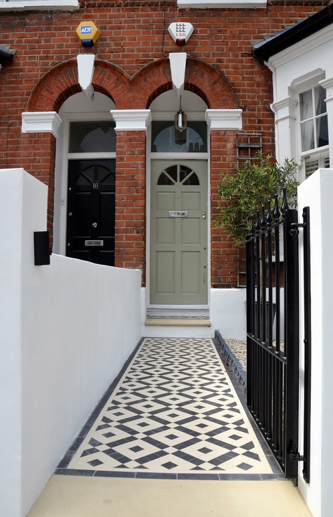 front garden wall painted white metal wrought iron rail and gate victorian mosaic tile path in black and white scottish pebbles York stone balham london (19)