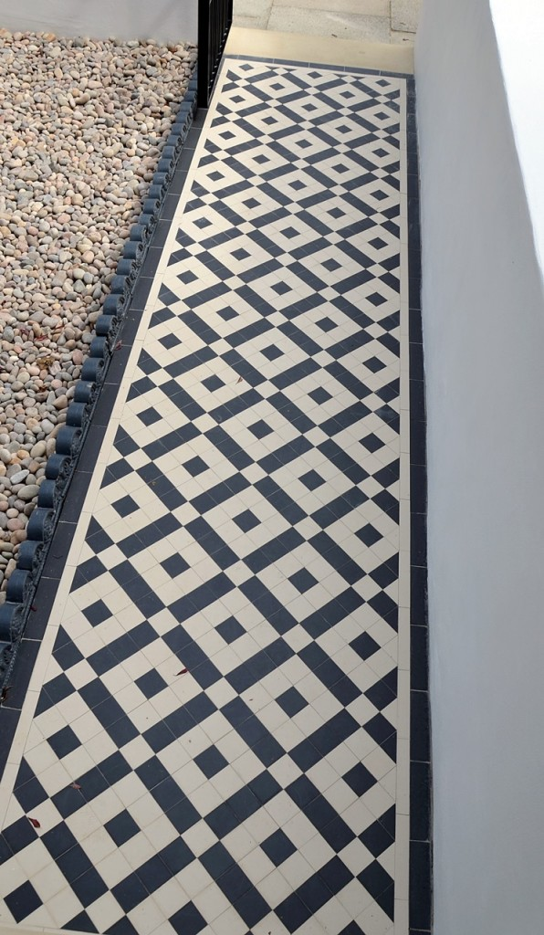 front garden wall painted white metal wrought iron rail and gate victorian mosaic tile path in black and white scottish pebbles York stone balham london (23)