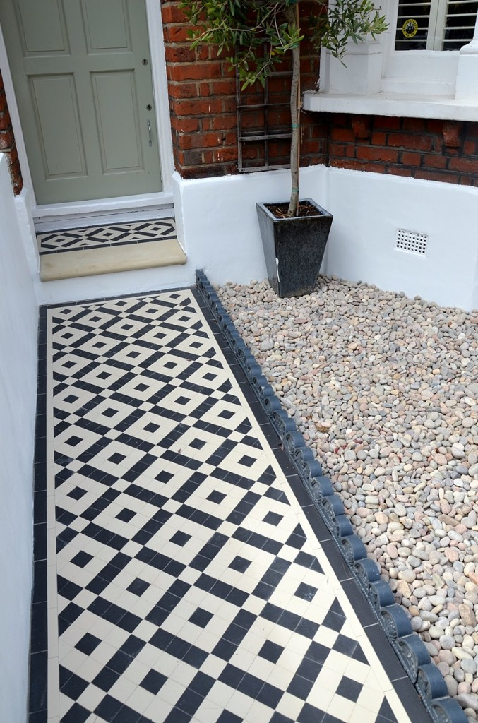front garden wall painted white metal wrought iron rail and gate victorian mosaic tile path in black and white scottish pebbles York stone balham london (24)