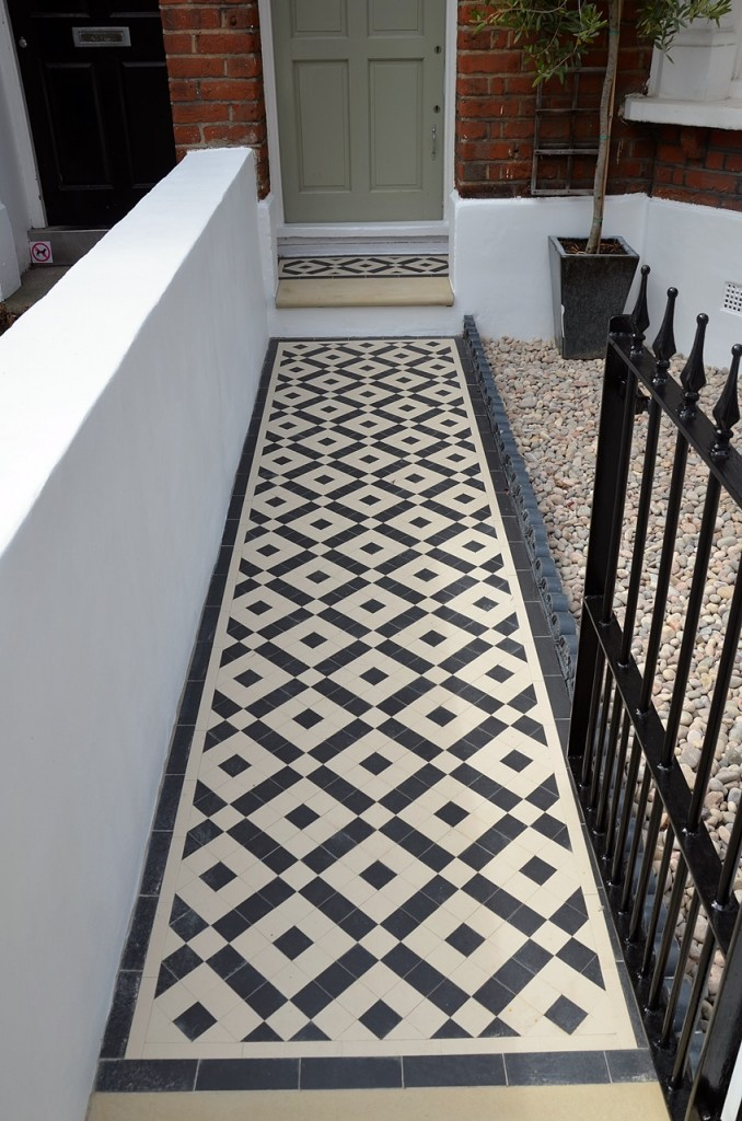 front garden wall painted white metal wrought iron rail and gate victorian mosaic tile path in black and white scottish pebbles York stone balham london (25)