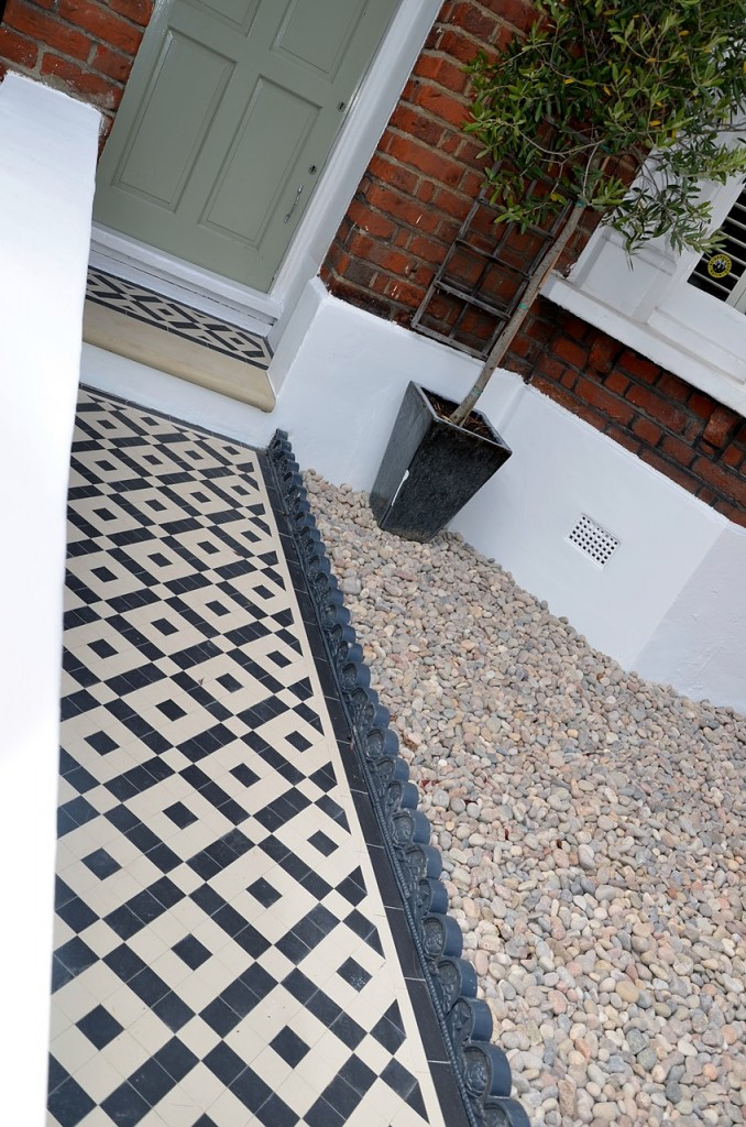 front garden wall painted white metal wrought iron rail and gate victorian mosaic tile path in black and white scottish pebbles York stone balham london (26)