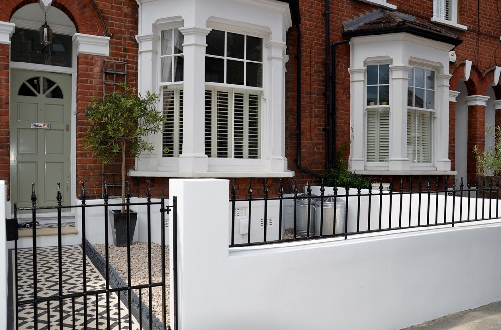 front garden wall painted white metal wrought iron rail and gate victorian mosaic tile path in black and white scottish pebbles York stone balham london (29)