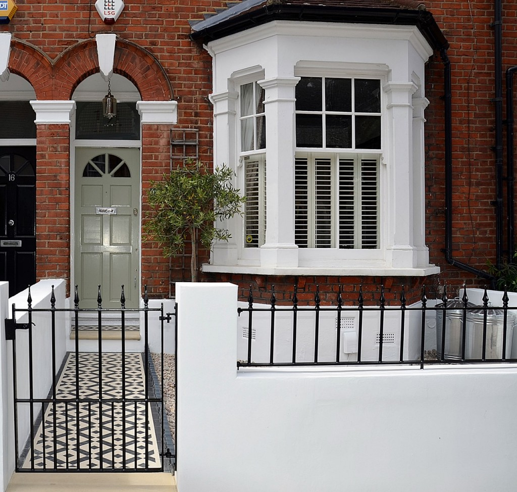 front garden wall painted white metal wrought iron rail and gate victorian mosaic tile path in black and white scottish pebbles York stone balham london (31)