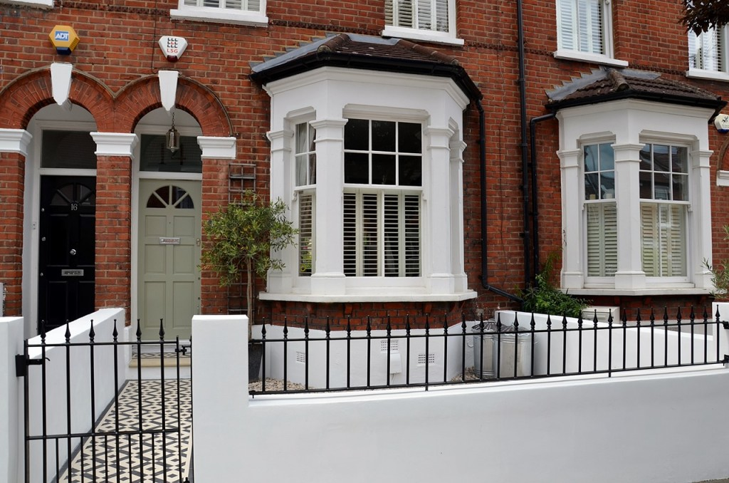 front garden wall painted white metal wrought iron rail and gate victorian mosaic tile path in black and white scottish pebbles York stone balham london (9)