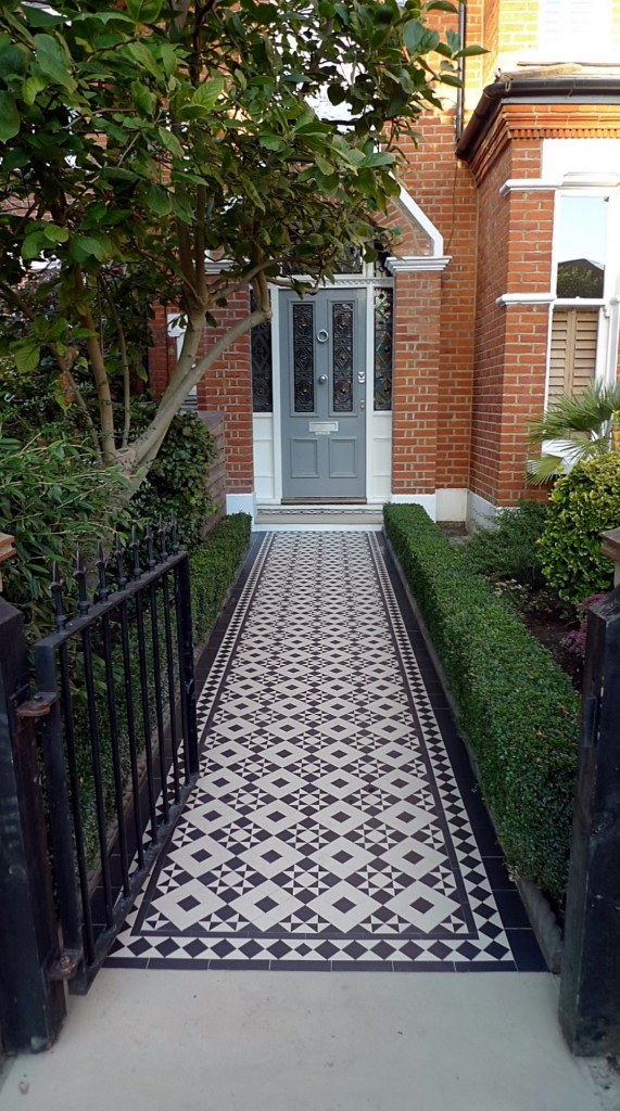 black and white victorian reproduction mosaic tile path battersea York stone rope edge buxus london front garden (11)