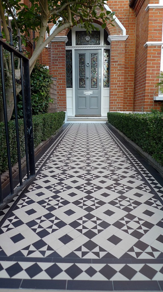 black and white victorian reproduction mosaic tile path battersea York stone rope edge buxus london front garden (12)