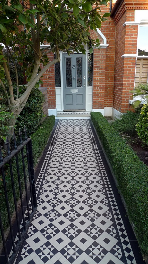 black and white victorian reproduction mosaic tile path battersea York stone rope edge buxus london front garden (14)