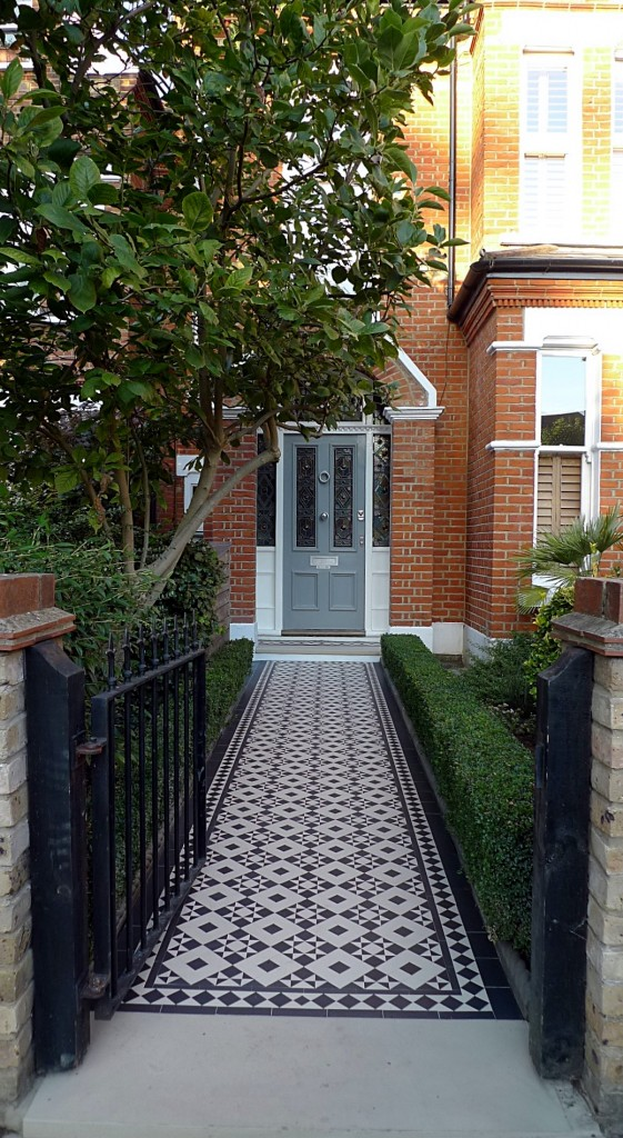 black and white victorian reproduction mosaic tile path battersea York stone rope edge buxus london front garden (15)