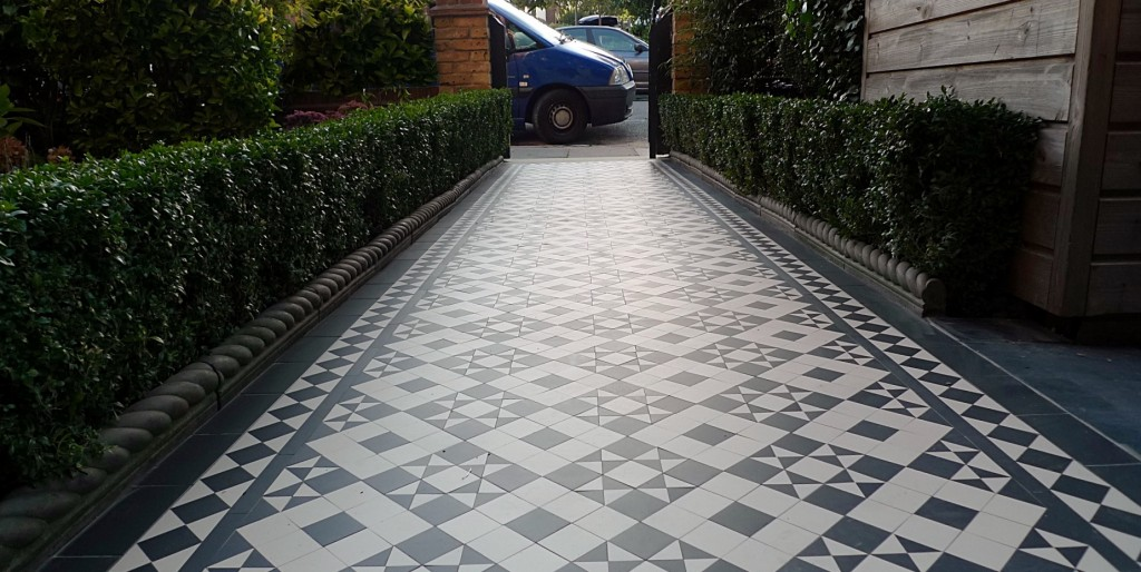 black and white victorian reproduction mosaic tile path battersea York stone rope edge buxus london front garden (4)