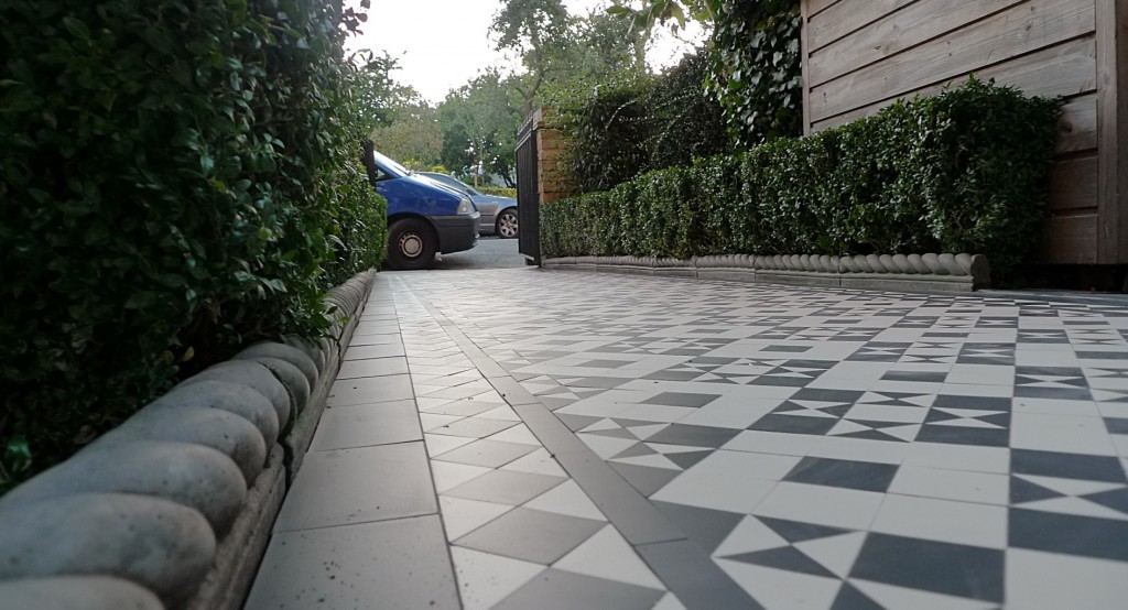 black and white victorian reproduction mosaic tile path battersea York stone rope edge buxus london front garden (6)