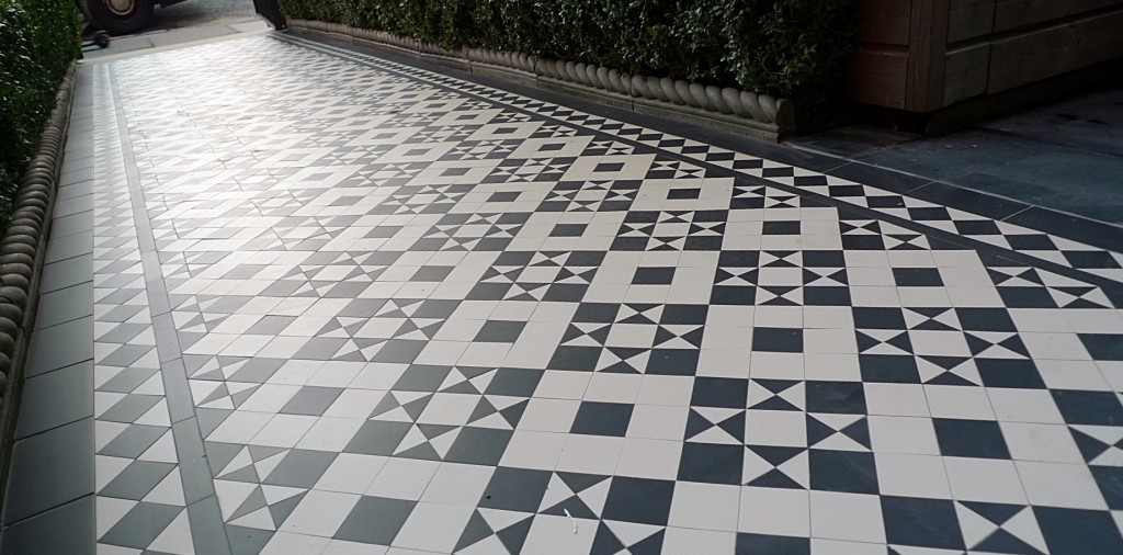 black and white victorian reproduction mosaic tile path battersea York stone rope edge buxus london front garden (7)