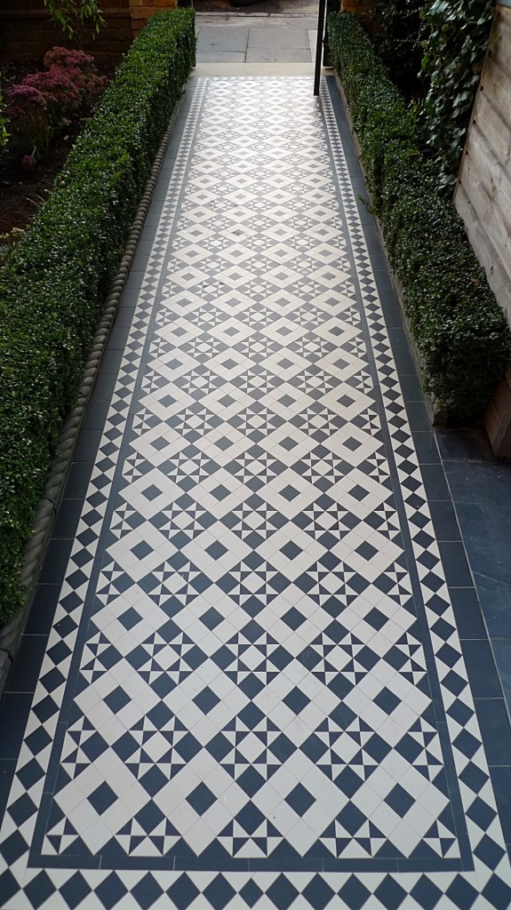 black and white victorian reproduction mosaic tile path battersea York stone rope edge buxus london front garden (8)