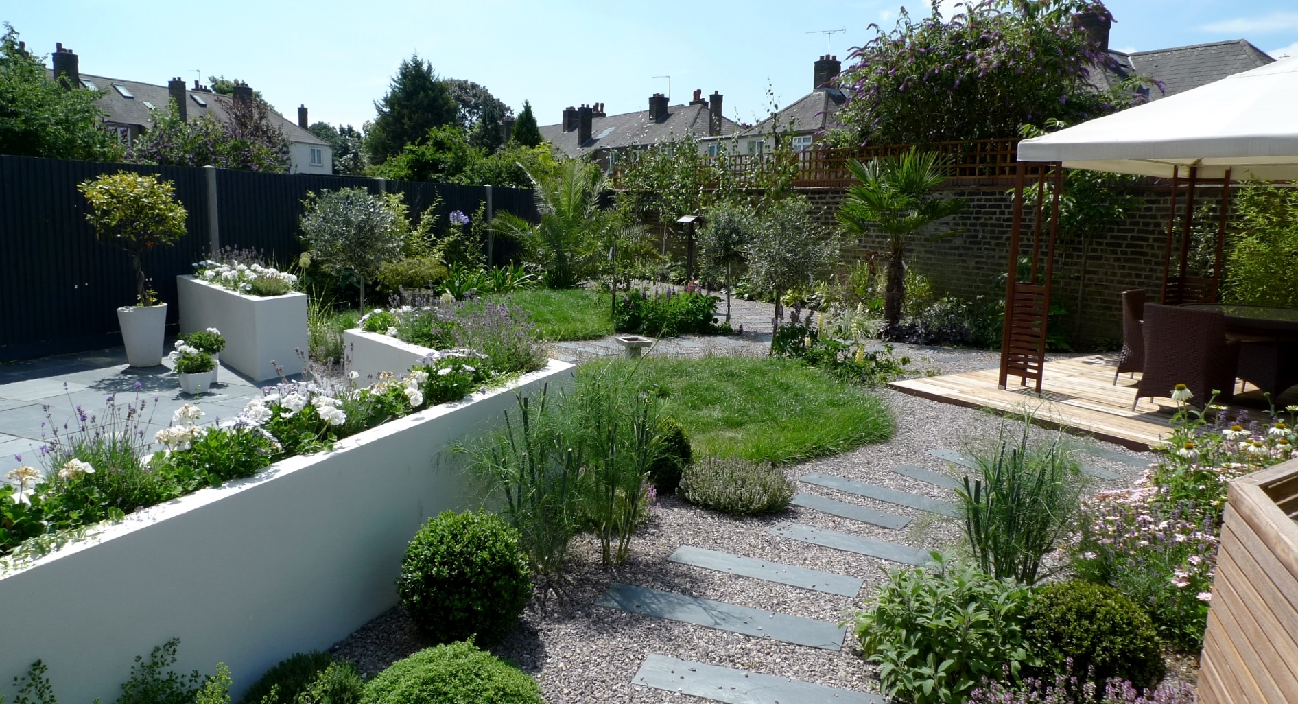 Large modern garden design earlsfield south west london for Modern garden