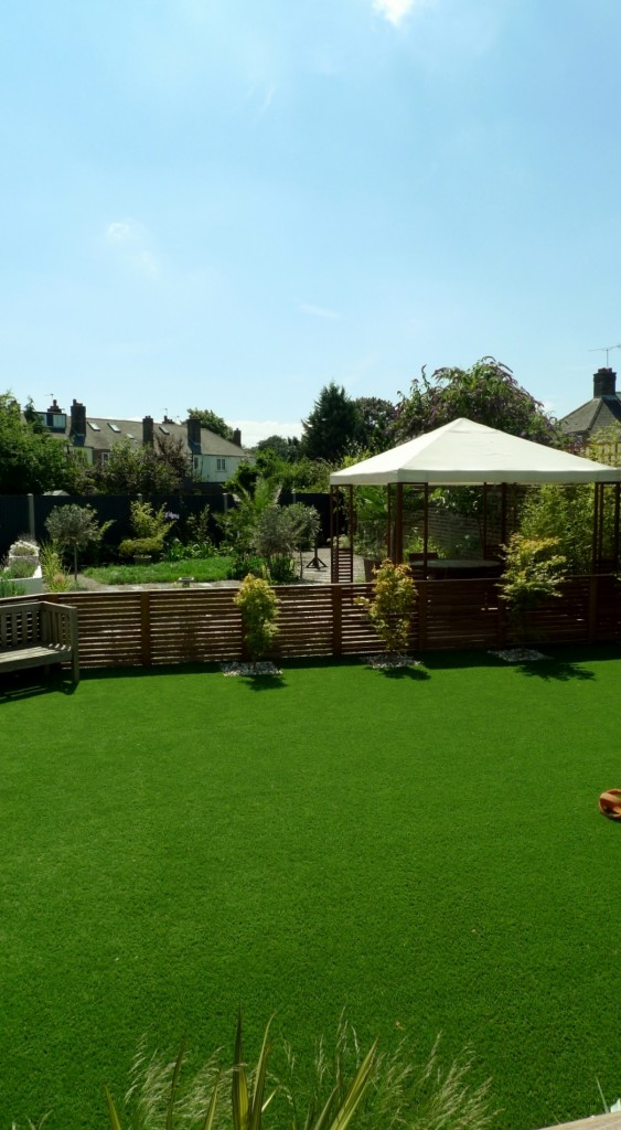 large modern garden design earlsfield south west london artificial grass hardwood screens balau decking slate paving patio mature planting (30)