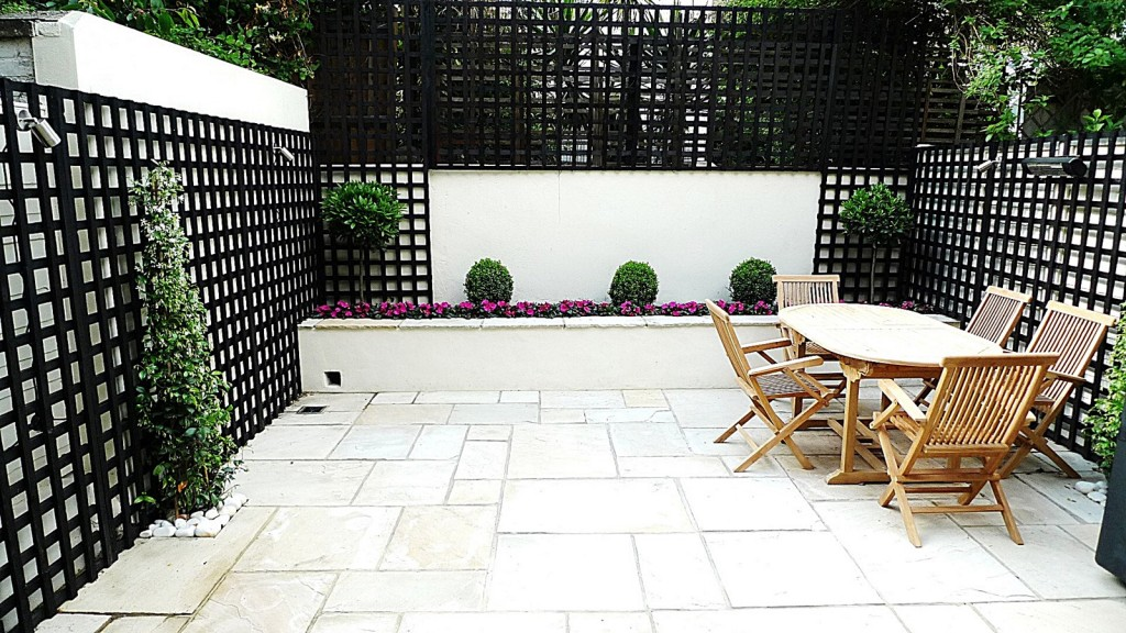 Sandstone paving patio raised beds classic modern planting black trellis white walls clapham london (1)